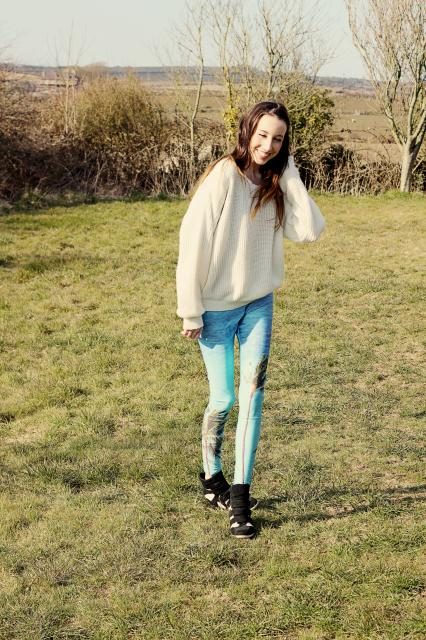 Leggings-Romwe, Grey top-Romwe, White Jumper-Fashion Union*