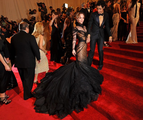 2011 Met Gala. Wearing a Zac Posen gown while at the designer's side, Christina Ricci shows us that those red stairs don't look so tough to climb ;)