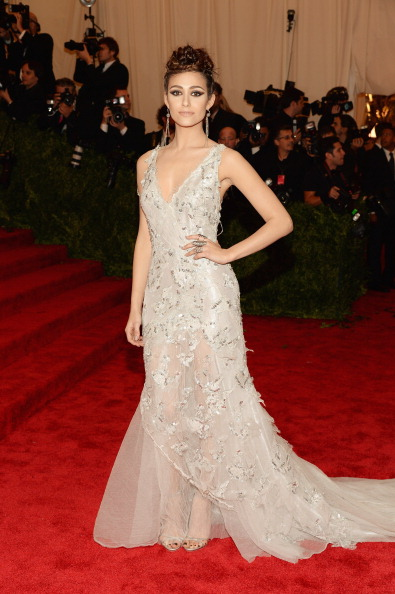 Emmy Rossum in Donna Karen Altelier. Beautiful gown with just enough punk up top.